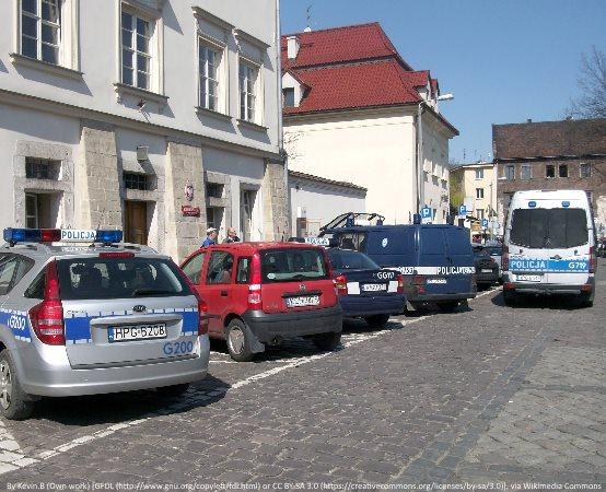Policja Jastrzębie-Zdrój: Poszukujemy sprawcy kradzieży rozbójniczej. Poznajesz?